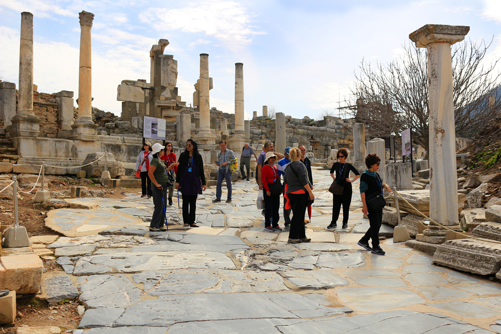 turkey-tourists-ephesus