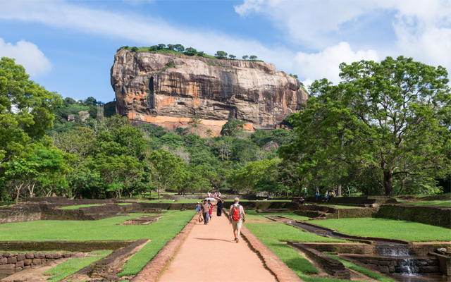 Tourists trickle into Sri Lanka after 10-month closure | TTG Asia