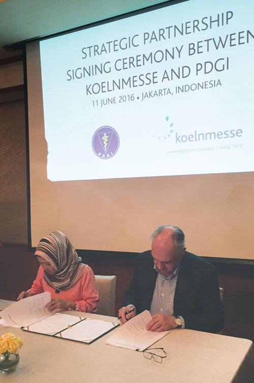 idec-signing-ceremony2